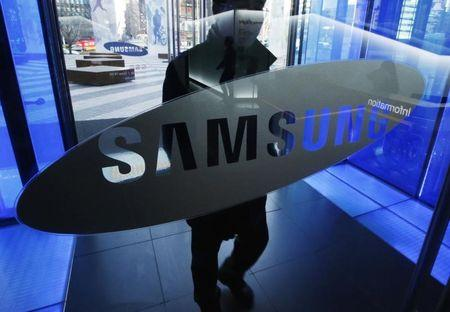 Samsung Elec mobile chief's pay more than doubles in 2014