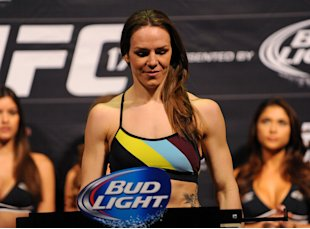 Alexis Davis will challenge Ronda Rousey for the UFC bantamweight belt. (USA Today)