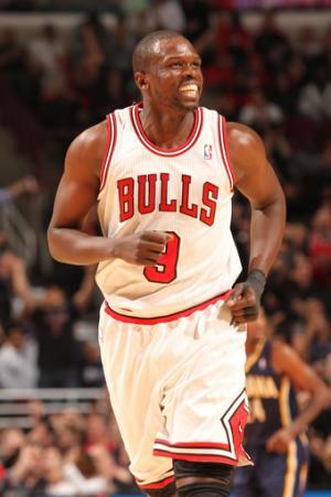 Bulls blow away Pacers in second half