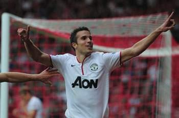 Manchester United skipper Vidic impressed by Van Persie