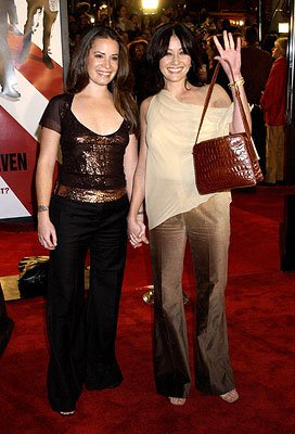 Premiere: Holly Marie Combs and Shannen Doherty at the Westwood premiere of Warner Brothers' Ocean's Eleven - 12/5/2001