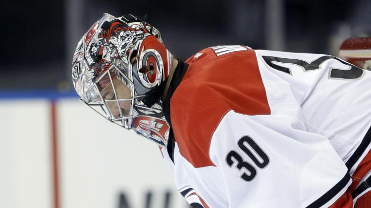 Carolina goalie Anton Khudobin wonders if Cam Ward is past his …