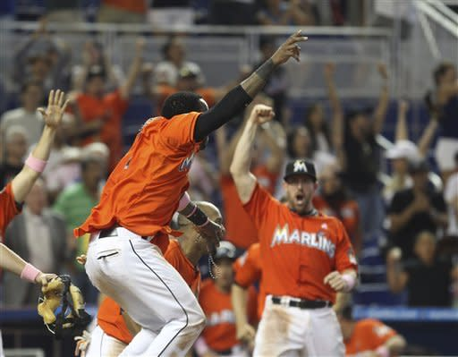 Stanton's slam in 9th lifts Marlins over Mets 8-4