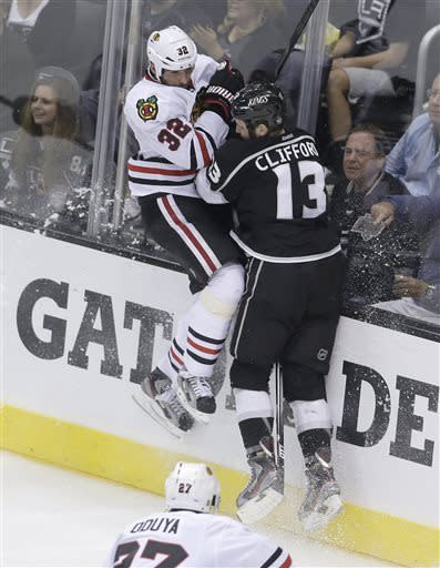 Blackhawks surge past Kings, take 3-1 series lead