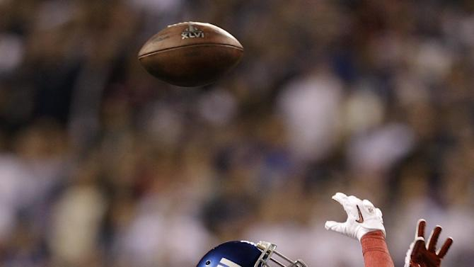 New England Patriots defensive back Sterling Moore, left, breaks up a pass intended for New York Giants wide receiver Mario Manningham during the first half of the NFL Super Bowl XLVI football game, Sunday, Feb. 5, 2012, in Indianapolis. (AP Photo/Matt Slocum)