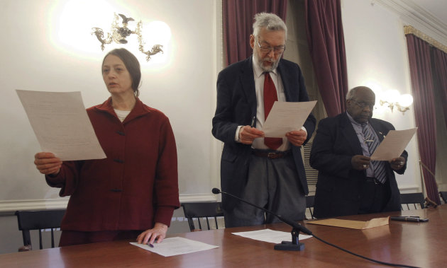 Members of Vermont&#39;s electoral college take their oath of office on Monday, Dec. 17, 2012 in Montpelier, Vt. The three Vermonters have cast the state&#39;s votes in the Electoral College that will formally elect President Barack Obama to a second term. Vermont was the first state whose electoral votes were placed in the column of President Obama and Vice President Joe Biden. From left, Sherry Merrick of Post Mills, William Sander of Jeffersonville and State Rep. Kevin Christie of Hartford. (AP Photo/Toby Talbot)