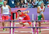 China's Liu Xiang (C) falls while competing in the men's 110m hurdles heats at the athletics event of the London 2012 Olympic Games on August 7, 2012 in London