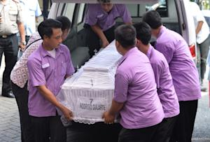 Indonesian hospital porters carry the coffin of executed …