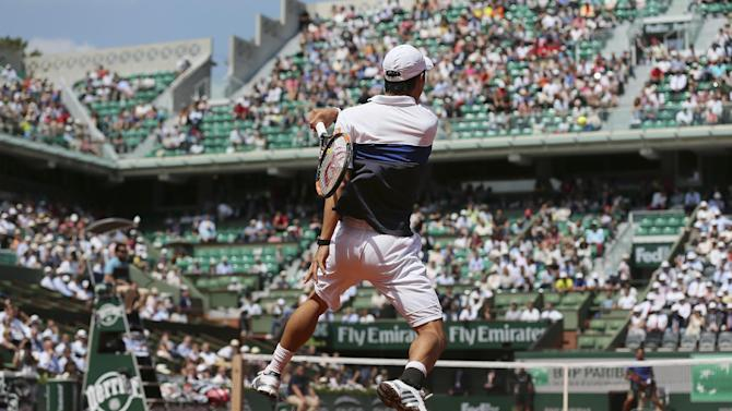 Japan's Kei Nishikori returns in the second round match of the French Open tennis tournament against Brazil's Thomaz Bellucci at the Roland Garros stadium, in Paris, France, Wednesday, May 27, 2015. Nishikori won in three sets 7-5, 6-4, 6-4. (AP Photo/David Vincent)