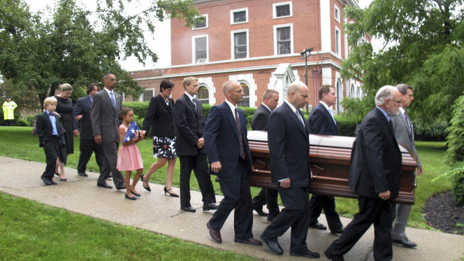 The casket of the late U.S. Sen. Jim Jeffords is carried from a church in Rutland, Vt., on Friday Aug. 22, 2014, followed by Jeffords' two children, Laura and Leonard and their families. Jeffords died Monday in Washington at age 80. Jeffords was known nationally for leaving the Republican Party in 2001, switching control of the Senate to the Democrats. (AP Photo/Wilson Ring)