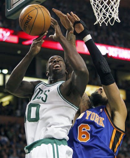 Lin stalls back in Boston, Celtics beat NY 115-111