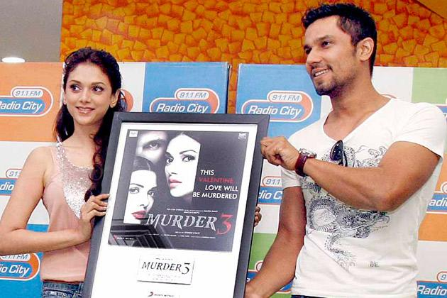 Randeep romances two hot girls in 'Murder 3'