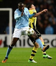 Manchester City&#39;s Ivorian defender Yaya Toure (L) vies with Borussia Dortmund&#39;s Polish forward Robert Lewandowski during the UEFA Champions League football match between Manchester City and Borussia Dortmund at the Etihad stadium, in Manchester. The match ended in a 1-1 draw