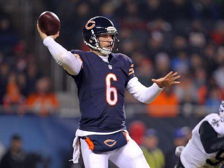 Bears QB Cutler back in after concussion for Clausen