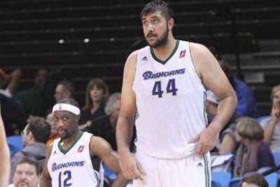 7'5 Sim Bhullar will reportedly sign with Kings, become first NBA player of Indian descent