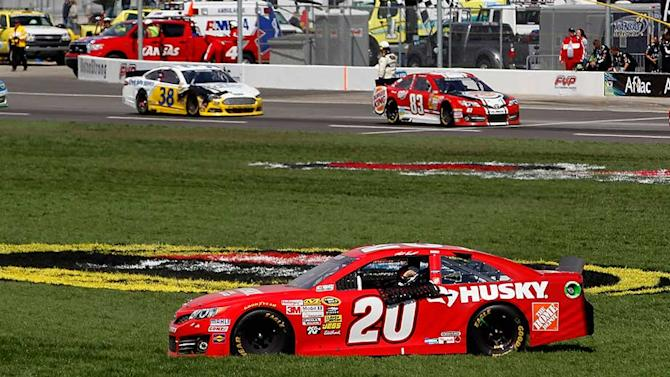 Kenseth, team hit with major penalty