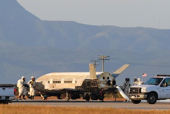 Air Force Video Recounts 'Thrilling' Landing of Mystery X-37B Space Plane