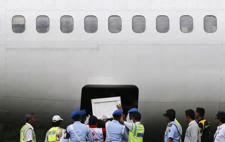 Indonesia military pulls out of recovery effort for crashed AirAsia jet