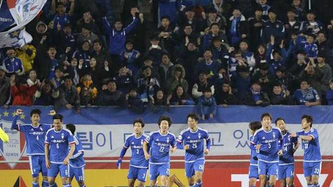 Oh Beom-seok (4) of South Korea's Suwon Bluewings celebrates with teammates after scoring a goal against Japan's Urawa Reds during their Group G soccer match in the Asian Champions League at Suwon World Cup Stadium in Suwon, south of Seoul, South Korea, Wednesday, Feb. 25, 2015. (AP Photo/Lee Jin-man)