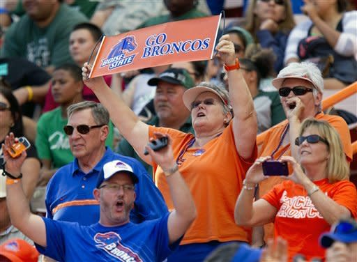 Southwick has 3 TDs, Boise St. beats Hawaii 49-14