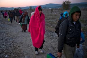 Migrants and refugees cross the Greek-Macedonian border …