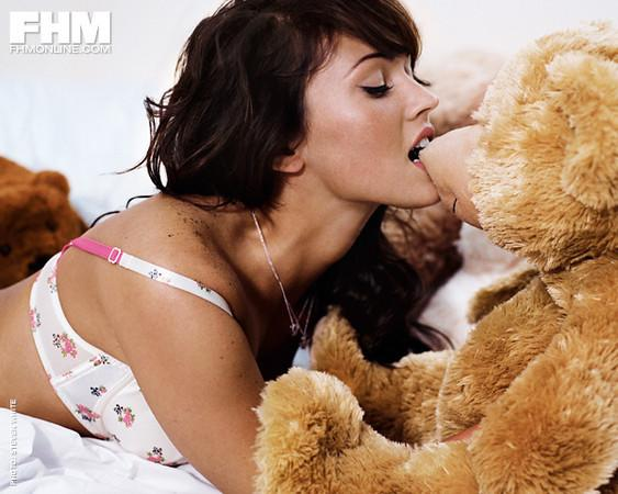 Megan Fox wants to bite off this wittle bear's nose.