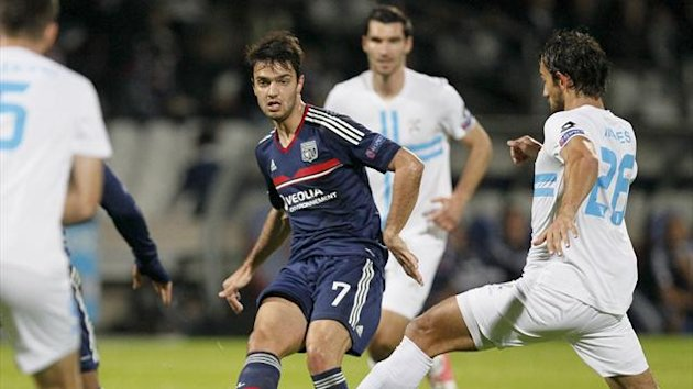 Olympique Lyon's Clement Grenier (C) challenges Mate Males (R) of Rijeka during their Europa League soccer match at the Gerland stadium in Lyon October 24, 2013 (Reuters)