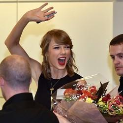 Taylor Swift's Arrival Causes Airport Delays In Japan