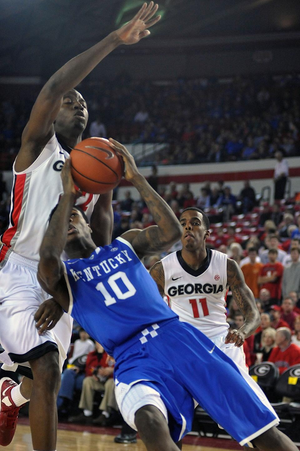 Kentucky guard Archie Goodwin (10) attempts to shoot while defended by Georgia forward/center John Florveus (32) during the first half of an NCAA college basketball game in Athens, Ga., Thursday, March 7, 2013. (AP Photo/The Athens Banner-Herald, AJ Reynolds)  MAGAZINES OUT; MANDATORY CREDIT; TV OUT