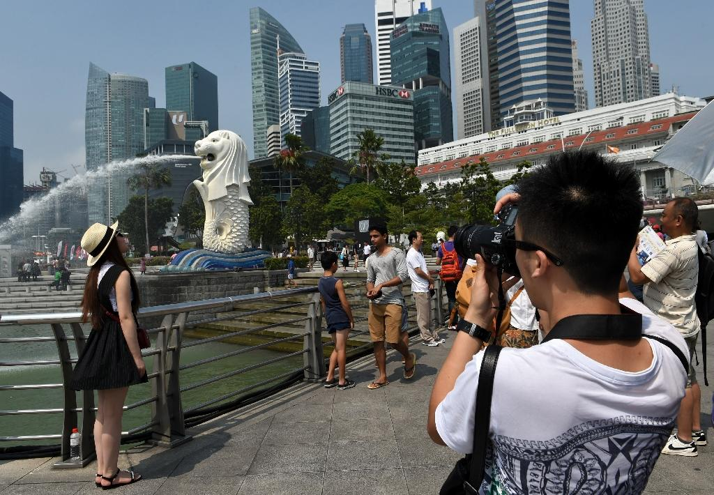 Chinese tourists unfazed by currency fall, market turmoil