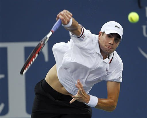 Roddick holds off No. 1 seed Isner