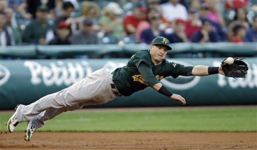 Surging Athletics beat slumping Indians 8-4