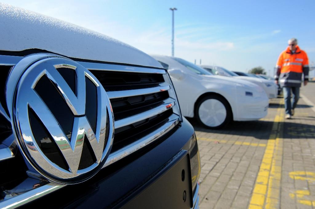S&P cuts Volkswagen's credit rating after scandal
