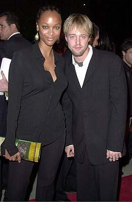 Premiere: Tyra Banks and Joshua Leonard at the Beverly Hills premiere of 20th Century Fox's Men of Honor - 11/1/2000