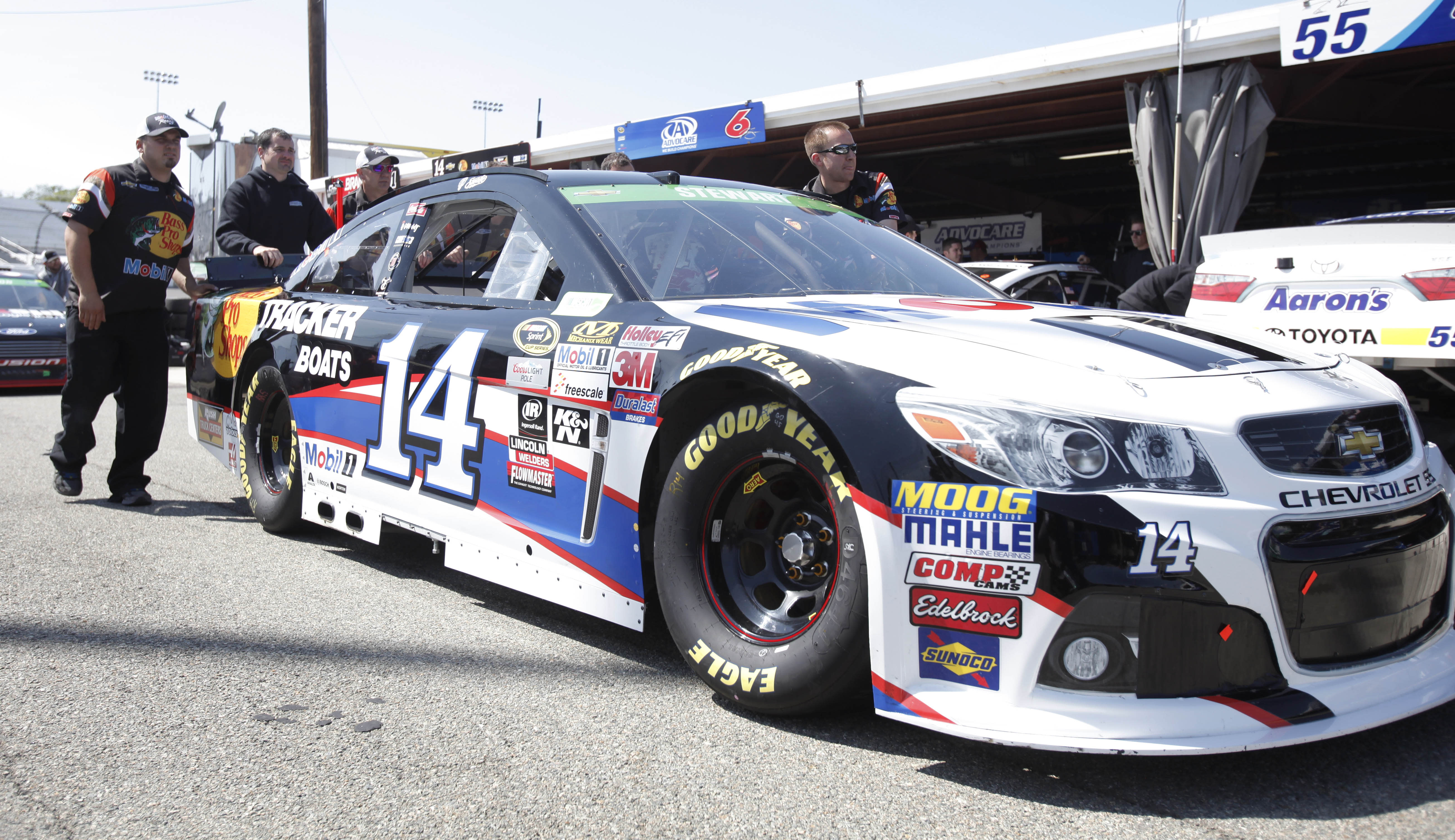 Tony Stewart's solid run ends with a spin