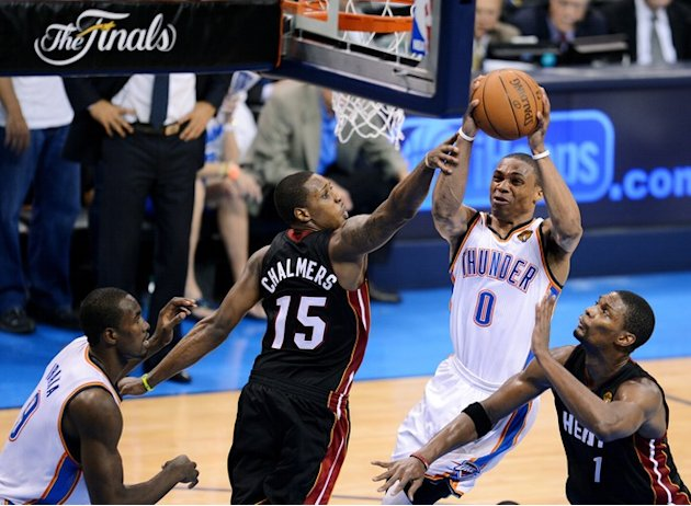 Oklahoma City Thunder's Russell Westbrook (2R) Shoots AFP/Getty Images