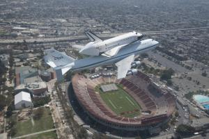 Shuttle Endeavour's Museum Trip Stars in L.A. Photo Exhibit