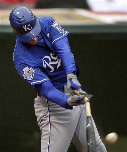 Mendoza, clutch hitting lead Royals to 4-2 win