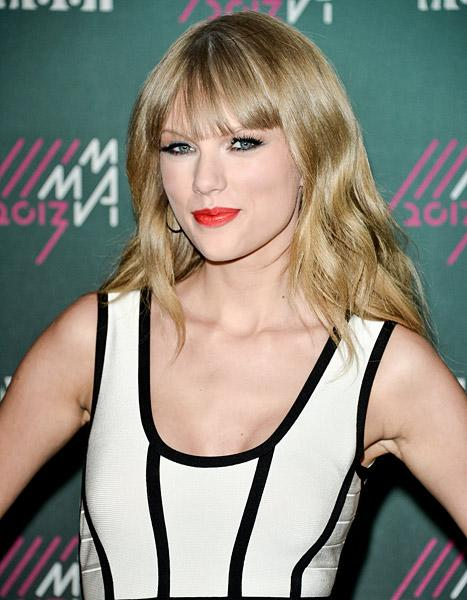 "Taylor Swift Talks Experiencing ""Mad Love,"" Writing About Heartache"