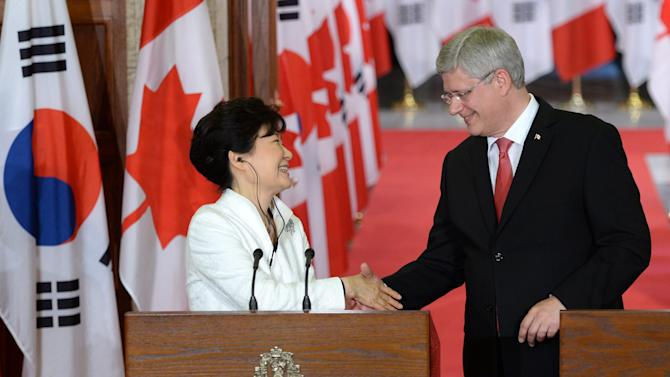 Prime Minister Stephen Harper and South Korean President Park Geun-hye take part in a joint news conference on Parliament Hill in Ottawa, Ontario on Monday, Sept. 22, 2014. (AP Photo/The Canadian Press, Sean Kilpatrick)