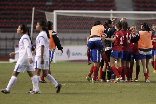 Costa Rica's players celebrate after winning gold medal during women's final soccer match against Nicaragua, at Central American Games in San Jose