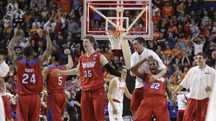 Dayton stuns Syracuse 55-53 to reach Sweet 16