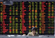 A Thai investor stands infront of an shares display board in Bangkok, 2009. Asian markets mostly rose following a positive lead from Wall Street, while European Group of Seven members promised a speedy response to the continent's debt crisis