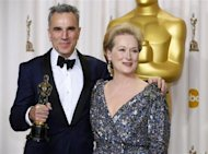 Daniel Day-Lewis poses with presenter Meryl Streep and his Oscar for best actor for his role in &quot;Lincoln&quot; at the 85th Academy Awards in Hollywood, California February 24, 2013 REUTERS/Mike Blake