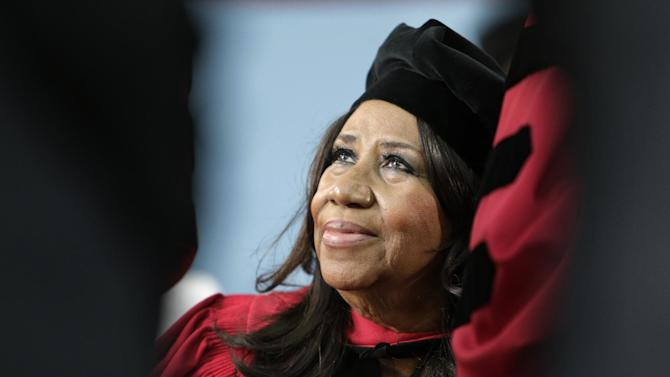 "FILE - In a Thursday, May 29, 2014 file photo, singer Aretha Franklin looks up while seated on stage during Harvard University commencement ceremonies, in Cambridge, Mass., where she was presented with an honorary Doctor of Arts degree. Franklin has some harsh words for a New York server at a at a Johnny Rockets restaurant in Lewiston near Buffalo who told the Queen of Soul she wasn't allowed to eat her takeout inside the restaurant. A spokesman for Franklin says on Tuesday, July 22, Franklin ordered a hamburger after performing a sold-out show. But he says the server screamed at Franklin, saying she couldn't sit down to eat because she had ordered takeout. A Johnny Rockets spokeswoman says the franchise owner is sorry for the actions of ""a new and very young employee."" (AP Photo/Steven Senne, File)"