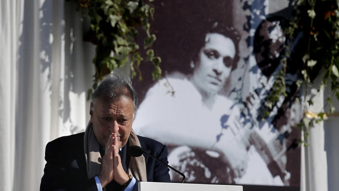 Conductor Zubin Mehta pays his respects during a memorial service for Indian Sitar maestro Ravi Shankar in Encinitas, Calif., Thursday, Dec. 20, 2012. Shankar was a master of the Indian sitar who collaborated with and influenced George Harrison, John Coltrane and other Western music icons. He lived in Encinitas for two decades and died last week at age 92. (AP Photo/Jae C. Hong)