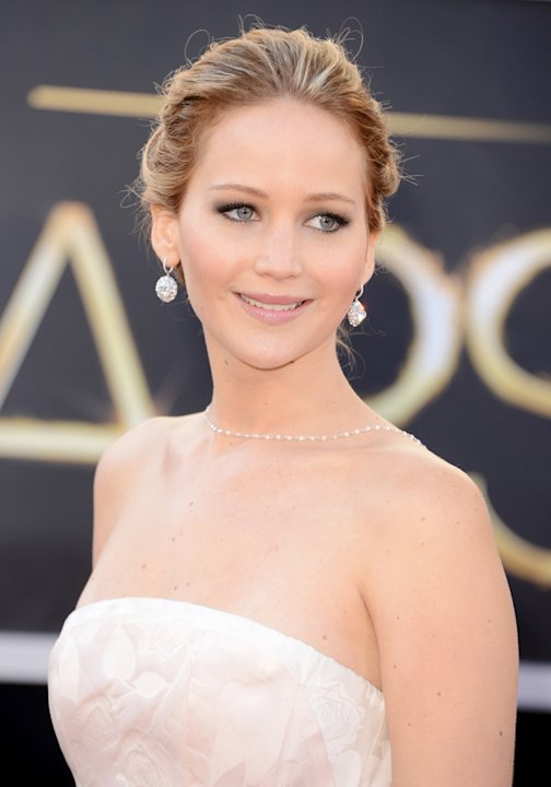 Jennifer Lawrence went for a fresh-faced beauty look on the Oscars 2013 red carpet, with sparkling smokey eyes that really popped Getty