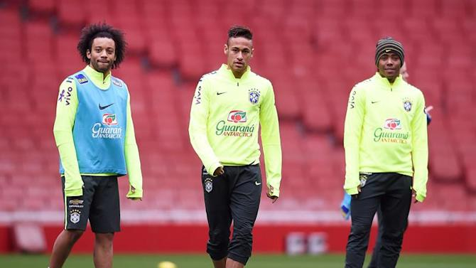 ARA1. London (United Kingdom), 28/03/2015.- Brazilian national soccer team player (L-R) Marcelo, Neymar, and Luiz Adriano attend their team's training session in London, Britain, 28 March 2015. Brazil will face Chile in an international friendly soccer match on 29 March 2015. (Futbol, Amistoso, Brasil, Londres) EFE/EPA/ANDY RAIN