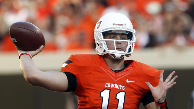 FILE - In this Sept. 1, 2012 file photo, Oklahoma State quarterback Wes Lunt throws against Savannah State during an NCAA college football game in Stillwater, Okla. Lunt will return to his home state and transfer to Illinois, a person familiar with the decision told The Associated Press on Monday, June 17, 2013. (AP Photo/Sue Ogrocki, File)