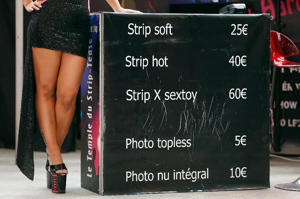 Strippers at funerals a grave offence, say Chinese authorities